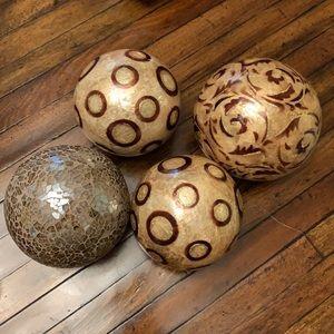 Bundle of 4 decorative spheres
